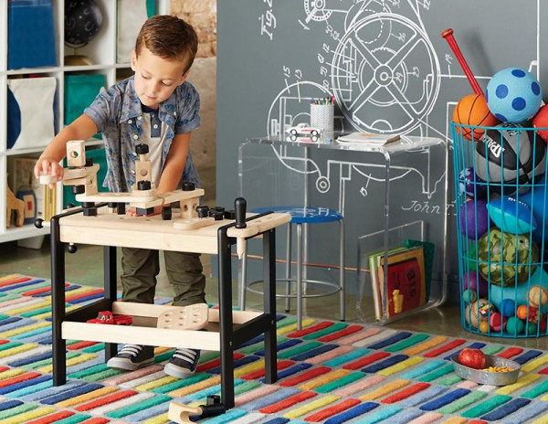 clear-space-toddler-desk-800