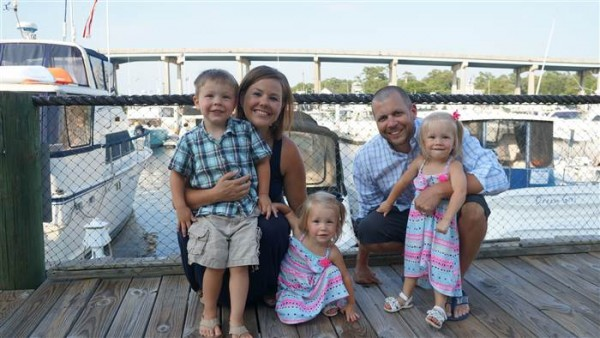 Jenna and Jillian Thistlethwaite and family