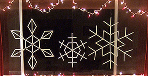christmas-diy-popsicle-stick-snowflakes