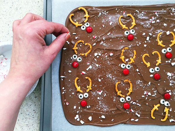 christmas-recipe-reindeer-bark-8