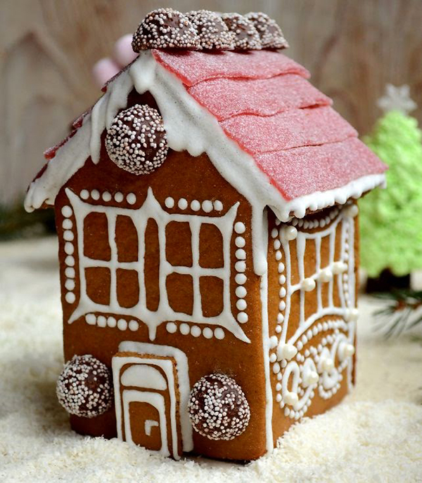 7 sweet gingerbread houses to make from a kit from scratch or home made gingerbread house solutioingenieria Images