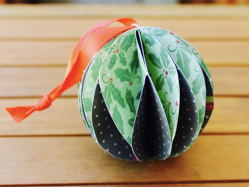 Paper Christmas bauble - main