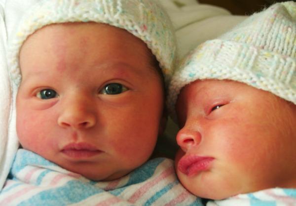 newborn-twins-sl-1