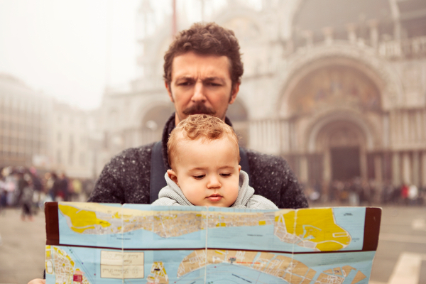 baby-and-dad-looking-at-map-of-venice-italy-sl