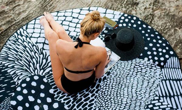 beach-ru-basil-bangs-love-rug