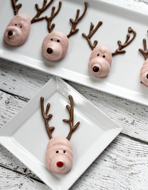 Reindeer meringues