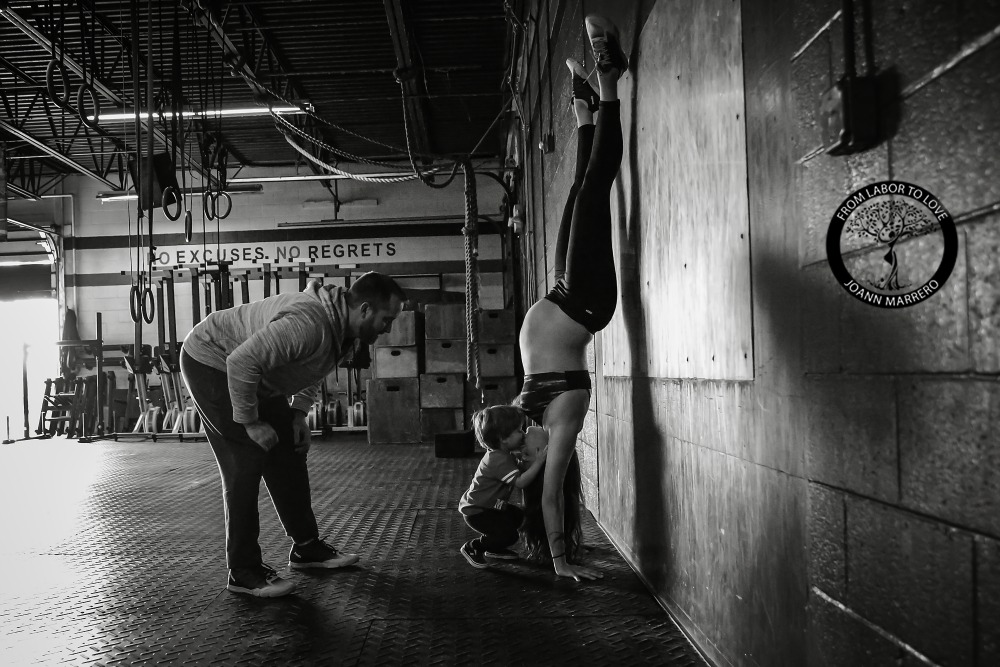 Mother crossfit maternity shoot