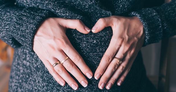 pregnant mama hands