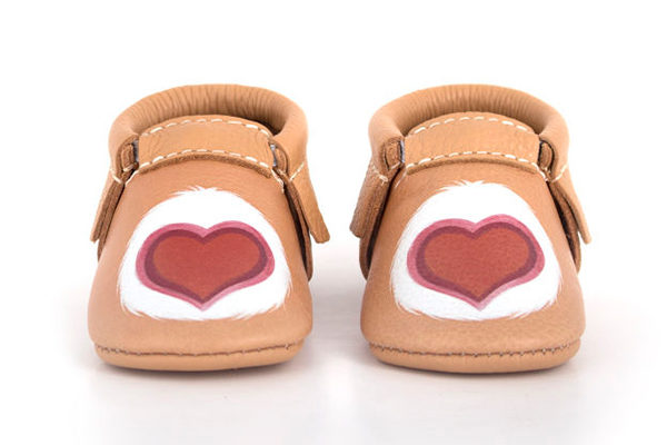 baby shoes, mocassins, care bears