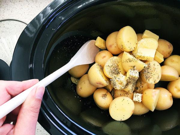 slow cooker cheesy potatoes