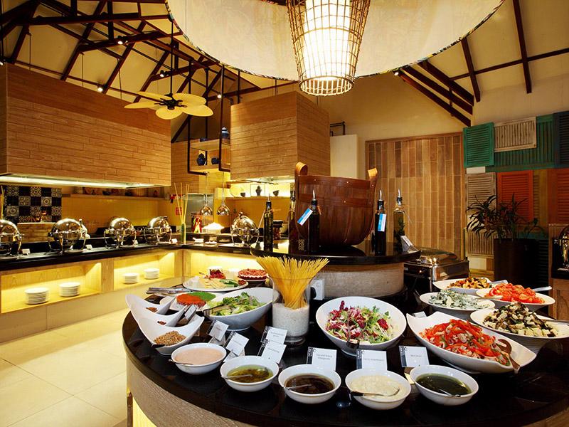 Buffet restaurant at Centara Grand Resort Maldives