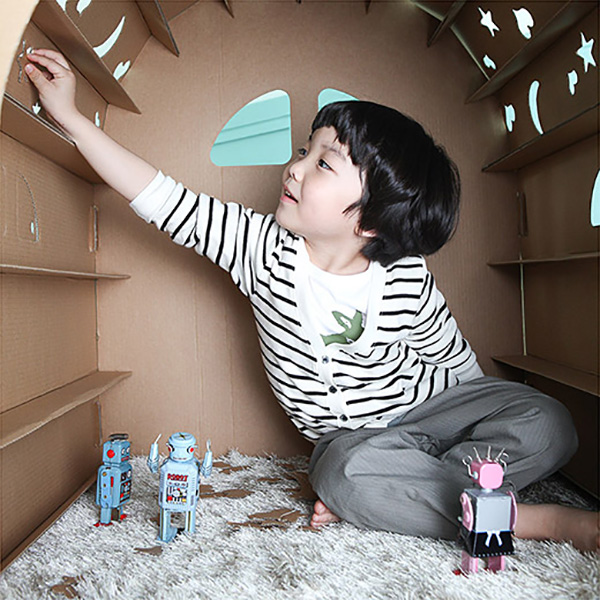 child, cubby house, cardboard