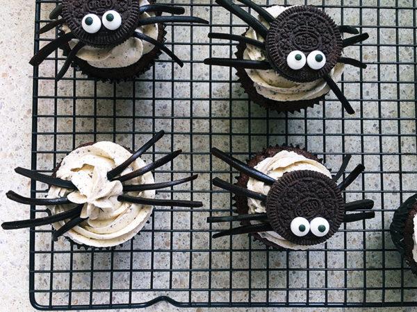 Halloween-spider-cupcakes-10