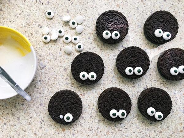 Halloween-spider-cupcakes-6