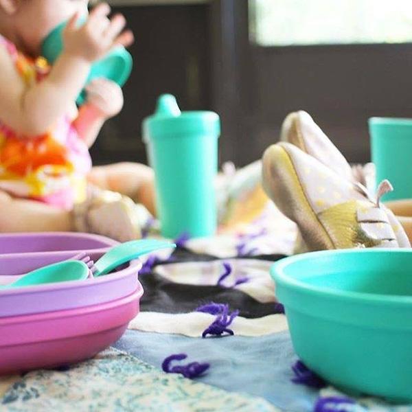 picnic, plastic plates, children