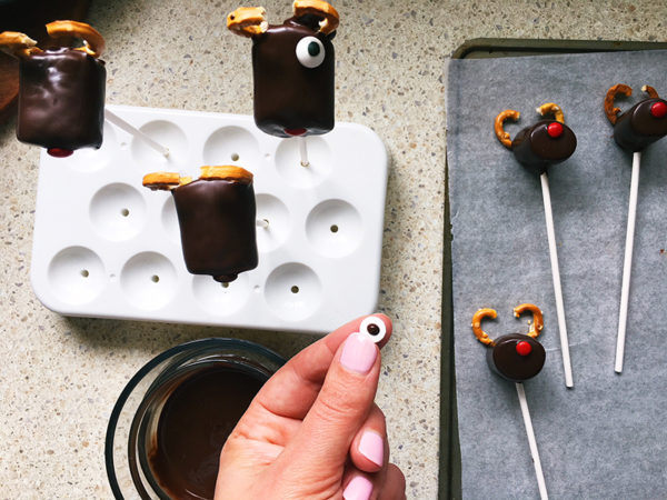 christmas reindeer marshmallow pops recipe