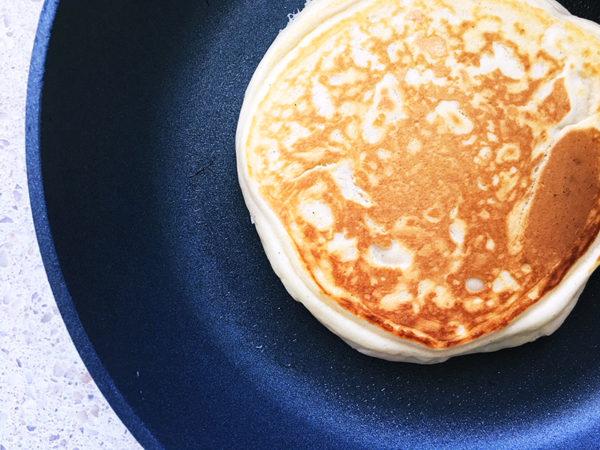 nutella pancakes in pan