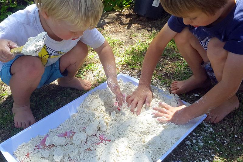 Cloud dough tray