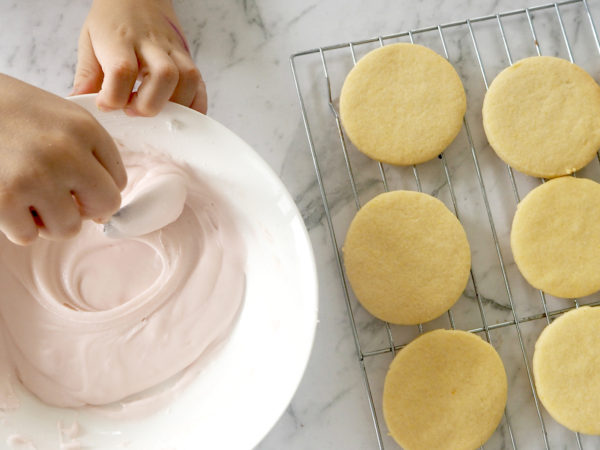 Easter bunny tail biscuits recipe - cool biscuits and make icing