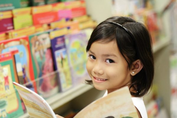 Little girl in the library