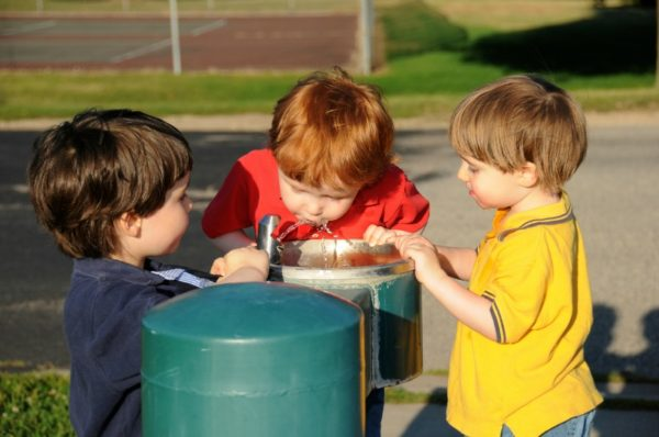 children drinking from bubbler