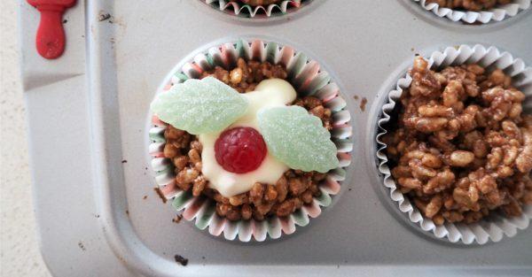 Christmas pudding crackles recipe step 6