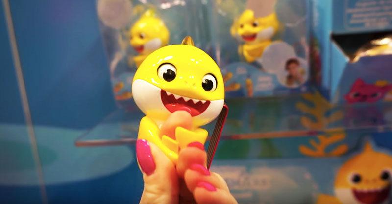 Baby Shark fingerling toy