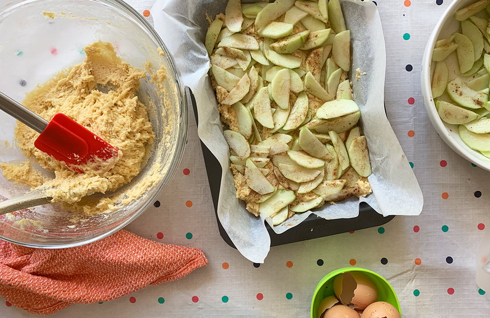 Golden spiced apple slice