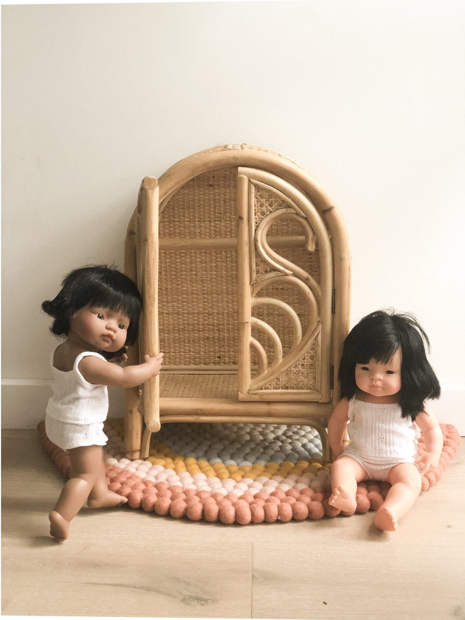 Tiny Harlow doll's furniture